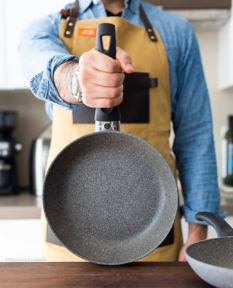 cooking chef with pan with a handle fbm-1